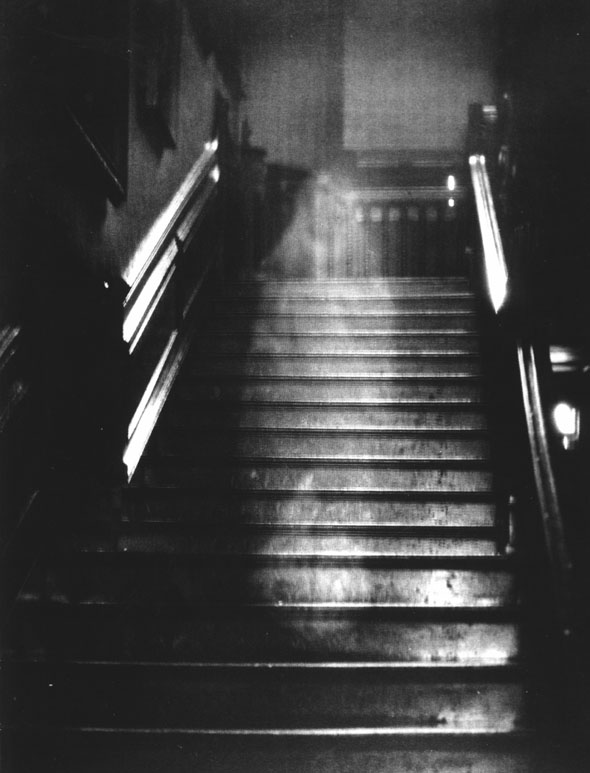 The-Brown-Lady-of-Raynham-Hall-urban-legends-234828_1020_1336